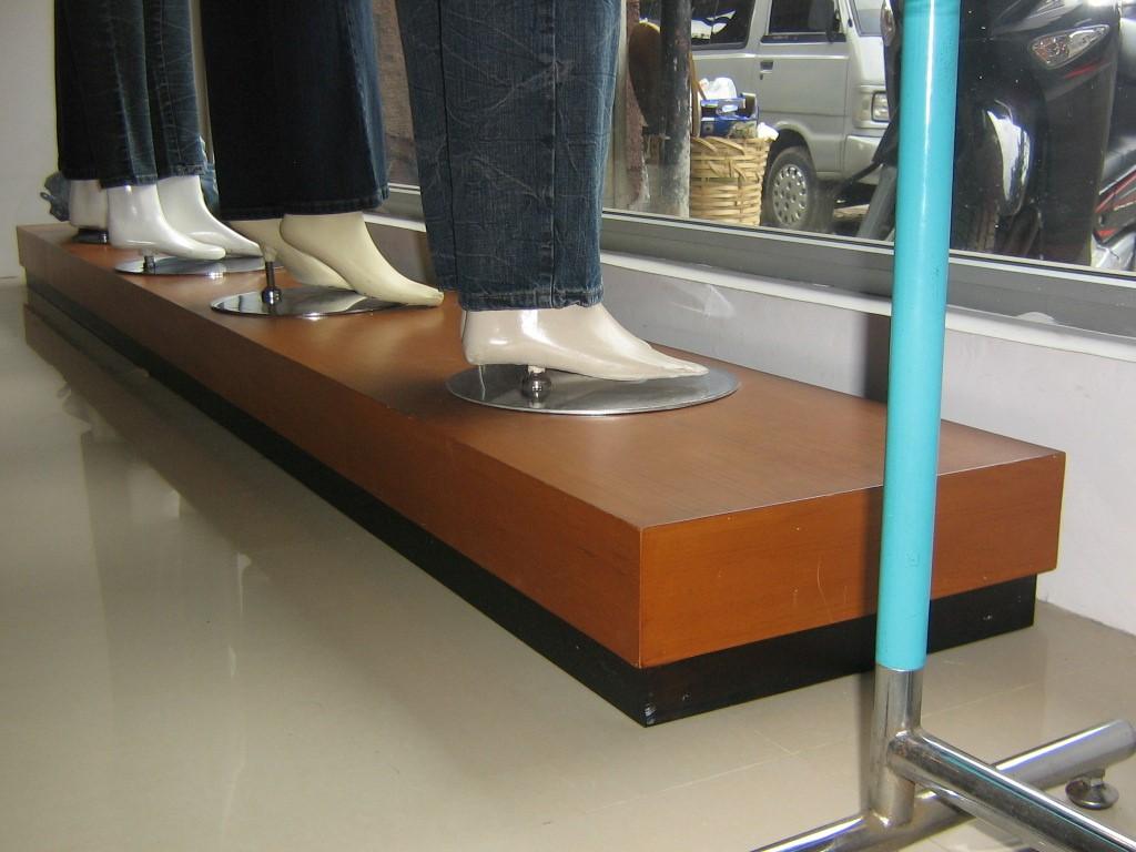 desain interior butik alvy11