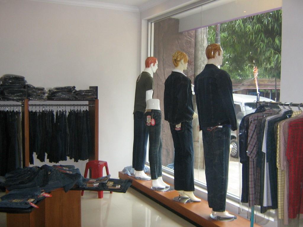 desain interior butik alvy6