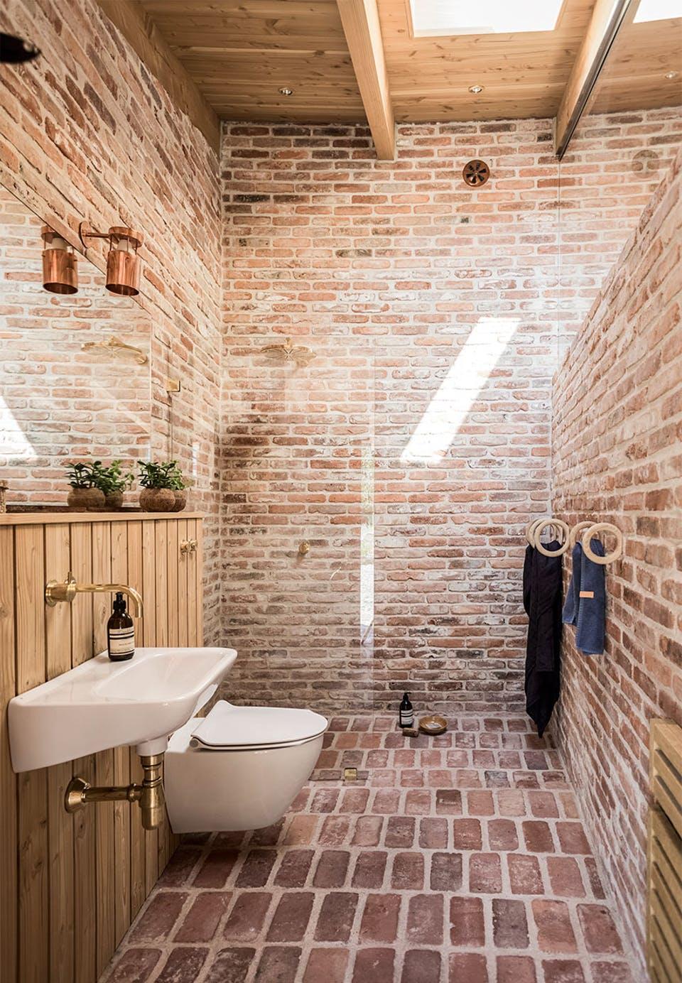 kamar mandi natural