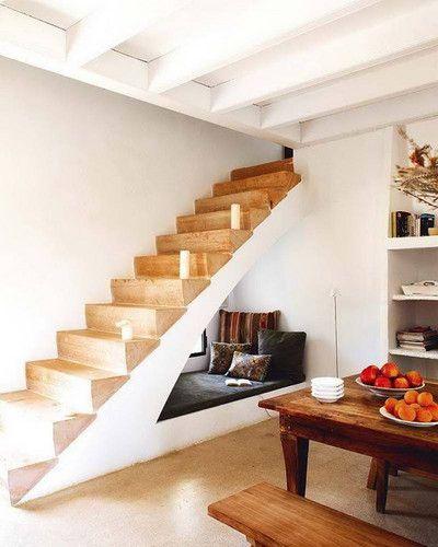Tips Menata Ruangan Sempit Dengan Area Bawah Tangga
