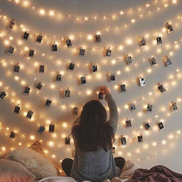 Tips Menghias Dinding Rumah Dengan Foto dan Lampu