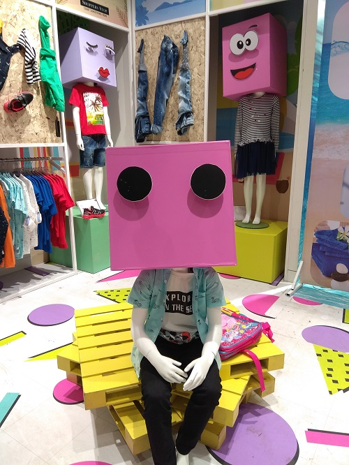 inspirasi desain interior toko baju anak