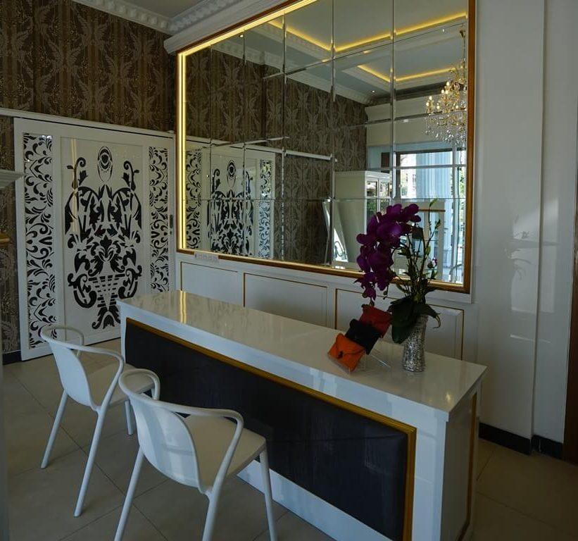 Interior Butik Tas