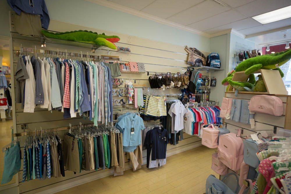 Desain interior toko baju anak