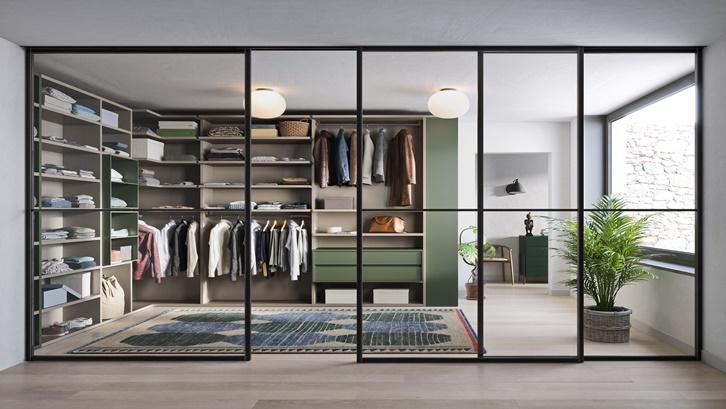 Walk in closet dengan konsep rak sederhana